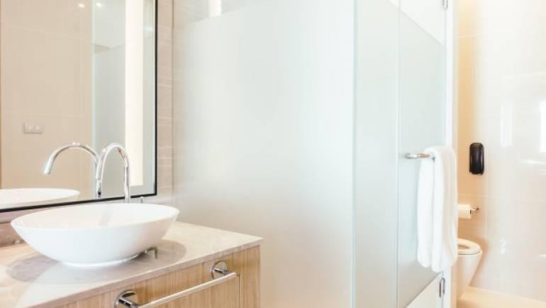 Cabina idromassaggio senza sauna vs. con sauna