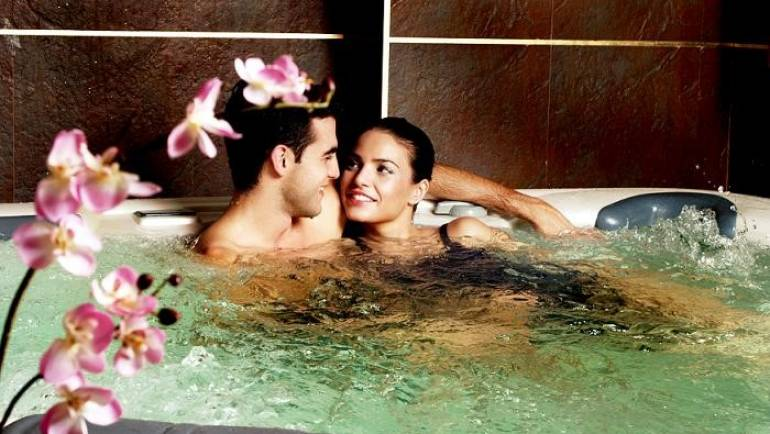 I grandi vantaggi di avere una vasca idromassaggio per due persone